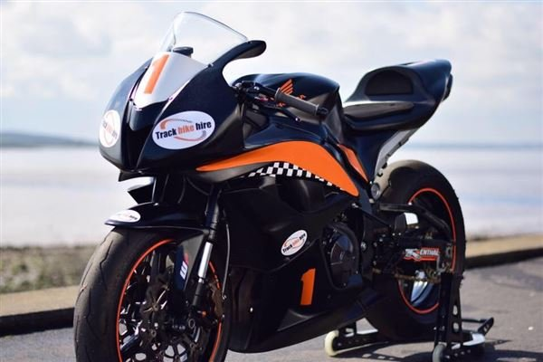 Yamaha R6 2017 Track Bike Hire Driving Experience 1