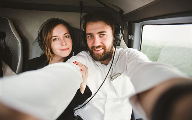25 Minute Helicopter Tour Over London for Two 1