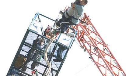 Lovers Leap - a bungee jump for two with bubbly 1